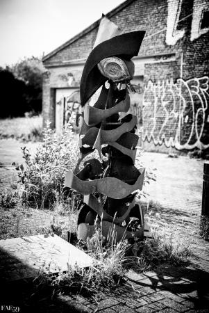 Statue de fer et de bois